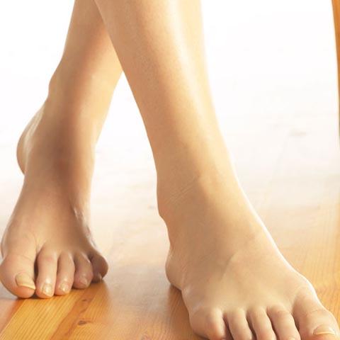 Просто посмотрите на их ноги.